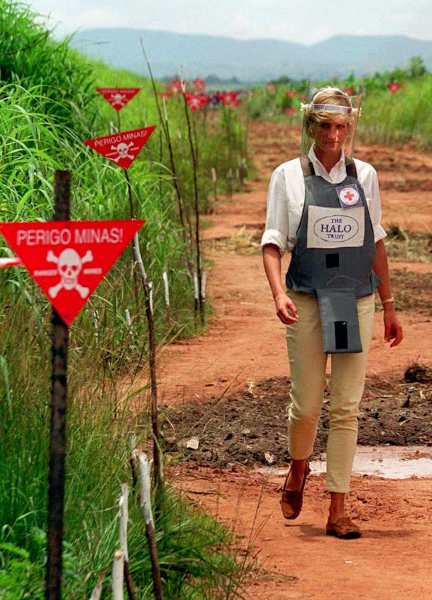 Britain's Princess Diana tours a minefield dressed in a flak jacket and face sheild in Huambo, central Angola Wednesday, Jan. 15, 1997 during a visit to Angola to see for herself the carnage mines can cause. Diana, visiting Angola for the Red Cross to draw attention to the problems caused by landmines, watched a a landmine clearing demonstration in one of Angola's most densely-mined area. (AP Photo/John Stillwell)