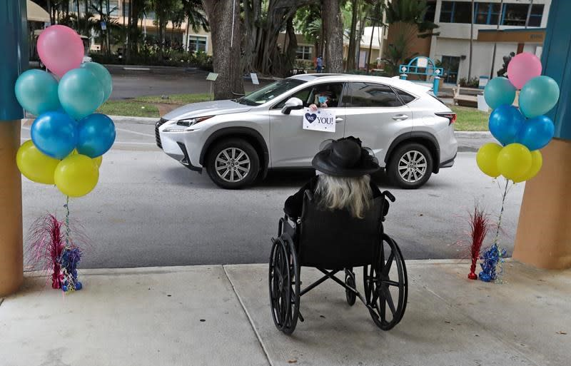 Florida announces it will lift ban on nursing home visits