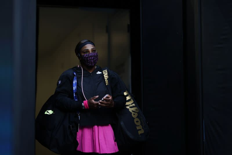 Serena Williams takes the court in a face mask before competing in Melbourne