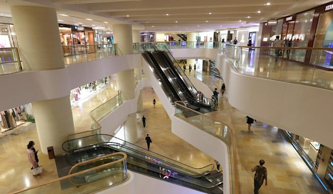 Pacific Place shopping mall in Admiralty wears a deserted look. Photo: Nora Tam