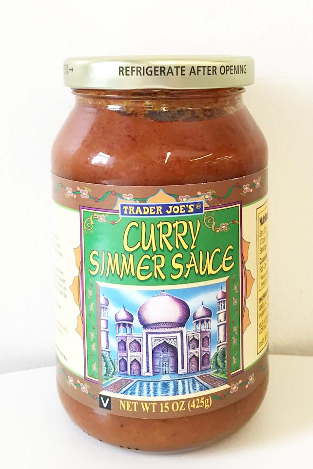 <p>Just as flavorful as the Masala Simmer Sauce but without any cream, the authentic Curry Simmer Sauce is full of tomato puree, garlic, coriander, cumin, turmeric, cloves, and lemon juice.</p>