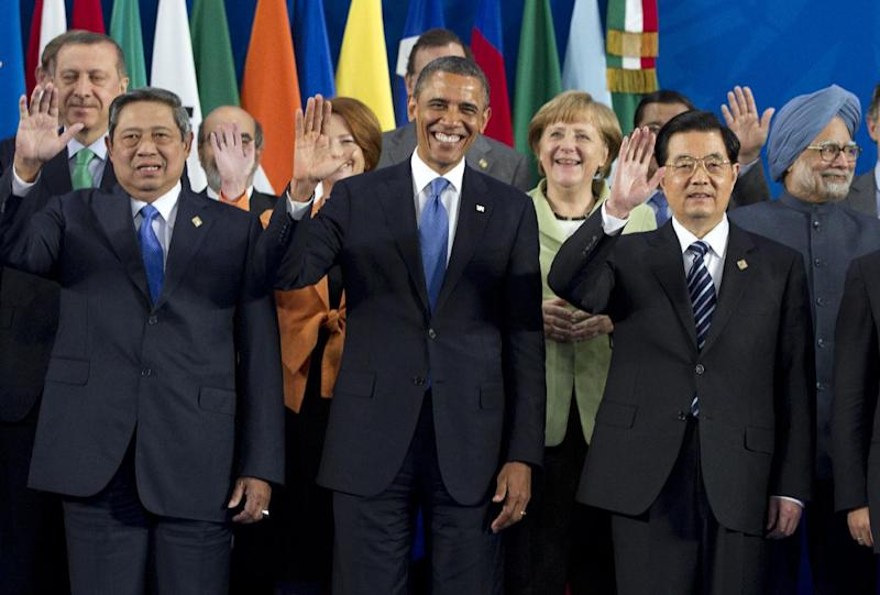 President Barack Obama takes his place with other leaders for the Family Photo during the G20 Summit, Monday, June 18, 2012, in Los Cabos, Mexico. From left, Indonesian President Susilo Bambang Yudhoyono, U.S. President Barack Obama, German Chancellor Angela Merkel, Chinese President Hu Jintao, Indian Prime Minister Manmohan Singh. (AP Photo/Carolyn Kaster)