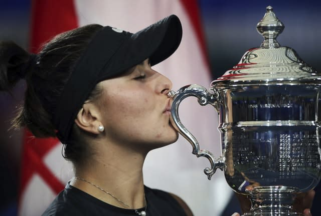 Andreescu kisses the trophy