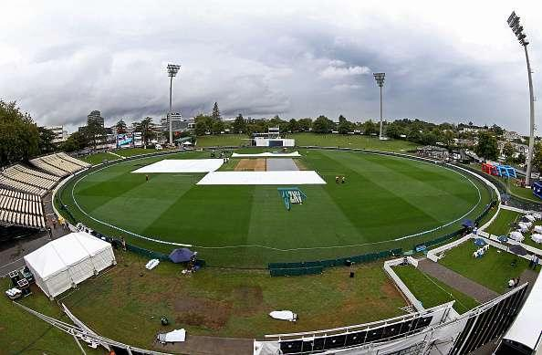 HAMILTON, NEW ZEALAND - MARCH 25: A deserted ground after rain stopped play during day one of the Test match between New Zealand and South Africa at Seddon Park on March 25, 2017 in Hamilton, New Zealand. (Photo by Dave Rowland/Getty Images)