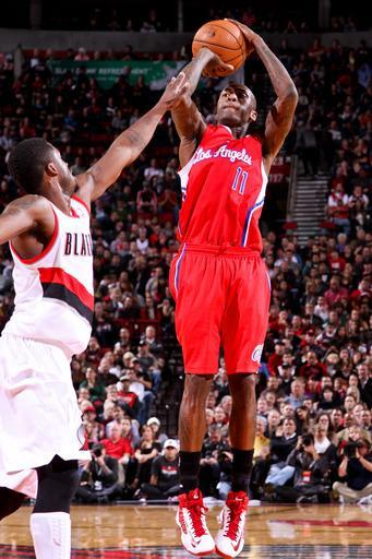 PORTLAND, OR - NOVEMBER 8: Jamal Crawford #11 of the Los Angeles Clippers shoots against Wesley Matthews #2 of the Portland Trail Blazers on November 8, 2012 at the Rose Garden Arena in Portland, Oregon. (Photo by Sam Forencich/NBAE via Getty Images)