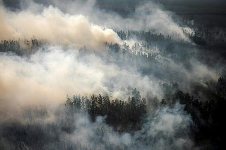 With emergency services struggling, hundreds of volunteers have joined the efforts to contain the blazes, which experts have linked to climate change