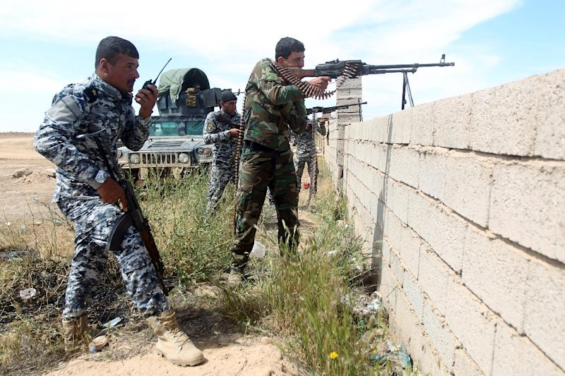 Iraqi government forces hold a position on the western outskirts of Tikrit, on March 27, 2015