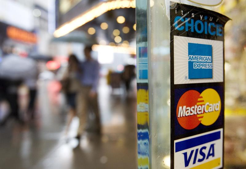 American Express' 4Q earnings down 47 percent