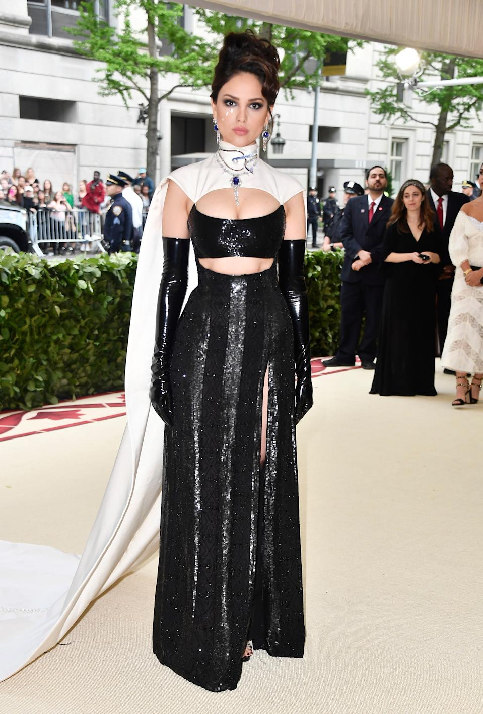 """<h1 class=""""title"""">Eiza González in Prabal Gurung and Tasaki jewelry</h1><cite class=""""credit"""">Photo: Getty Images</cite>"""