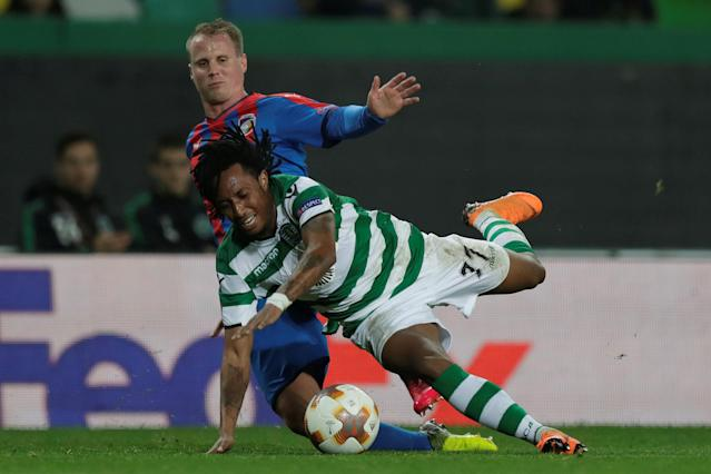 Soccer Football - Europa League Round of 16 First Leg - Sporting CP vs Viktoria Plzen - Estadio Jose Alvalade, Lisbon, Portugal - March 8, 2018 Sporting's Gelson Martins in action with Viktoria Plzen's David Limbersky REUTERS/Rafael Marchante