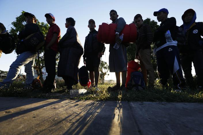 <p>Migrants traveling with a caravan hoping to reach the U.S. border, wait in line to board buses in La Concha, Mexico, Wednesday, Nov. 14, 2018. (Photo: Marco Ugarte/AP) </p>