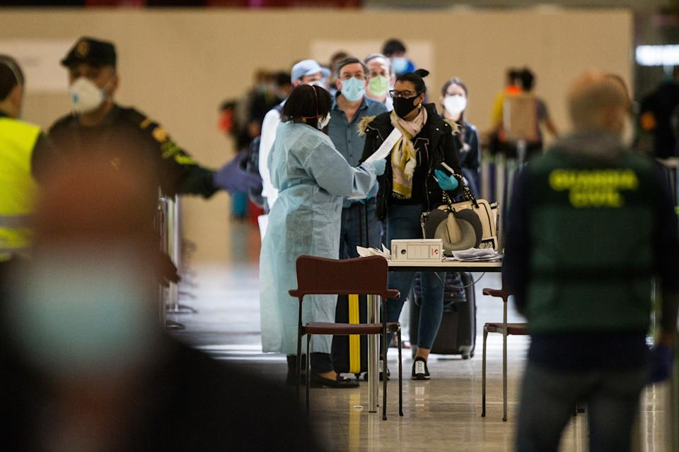MADRID, SPAIN - MAY 15: Health controls at Terminal 4 of Madrid-Barajas Adolfo Suárez Airport on the day the order of the Ministry of Health comes into effect, by which all persons coming from abroad must be quarantined for 14 days after their arrival to Spain. From today, the Foreign Health teams will carry out health controls at ports and airports on May 15, 2020 in Madrid, Spain (Photo by Joaquín Corchero/Europa Press via Getty Images)