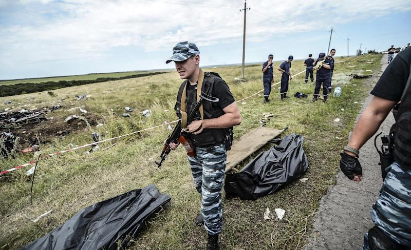 Armed pro-Russian separatists block the way to the crash site of Malaysia Airlines Flight MH17, near the village of Grabove on July 20, 2014 (AFP Photo/Bulent Kilic)