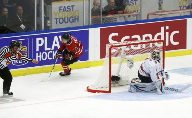 Canada's Anthony Mantha (L) scores on Switzerland's goalie Melvin Nyffeler with a penalty shot during the second period of their IIHF World Junior Championship ice hockey game in Malmo, Sweden, January 2, 2014. REUTERS/Alexander Demianchuk (SWEDEN - Tags: SPORT ICE HOCKEY)