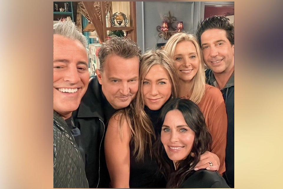 <p>The cast of Friends</p> (HBO Max Pop /Twitter)