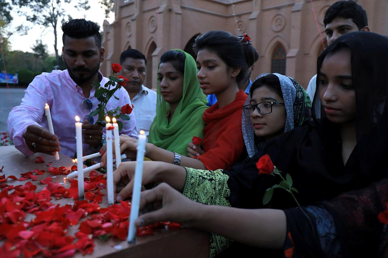 FILE PHOTO: People light candles for the victims of Sri Lanka's serial bomb blasts, outside a church in Peshawar, Pakistan April 21, 2019. REUTERS/Fayaz Aziz/File Photo