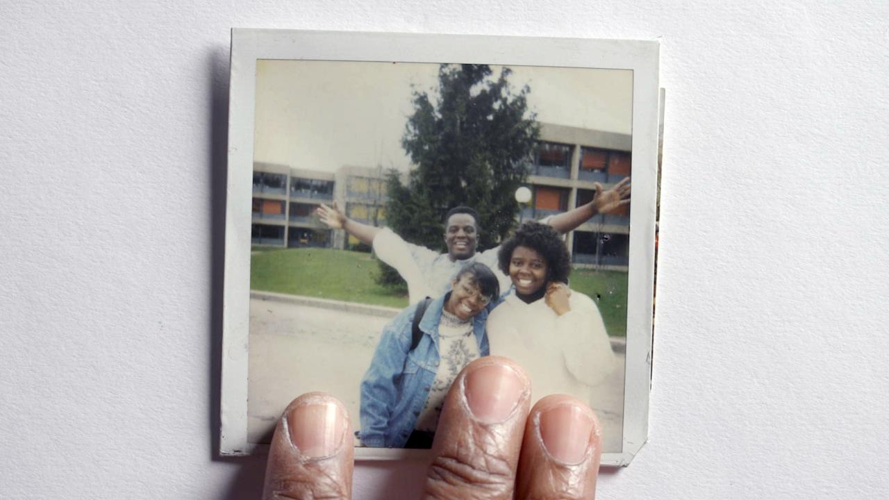 """<p>This heartbreaking Oscar-nominated documentary follows the 1992 murder of 24-year-old William Ford Jr., made especially poignant because the filmmaker, Yance Ford, is the victim's brother. Yance tells the story of how, 25 years ago, racial injustice and a fatal bullet changed the life of his Long Island family forever. </p> <p>Watch <a href=""""http://www.netflix.com/title/80168230"""" target=""""_blank"""" class=""""ga-track"""" data-ga-category=""""Related"""" data-ga-label=""""http://www.netflix.com/title/80168230"""" data-ga-action=""""In-Line Links""""><strong>Strong Island</strong></a> on Netflix now.</p>"""