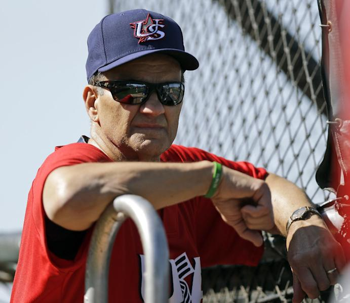 United States manager Joe Torre watches batting practice during a training session in preparation for the World Baseball Classic on Monday, March 4, 2013 in Scottsdale, Ariz. The United States is scheduled to face Mexico in a first-round game on Friday in Phoenix. (AP Photo/Marcio Jose Sanchez)