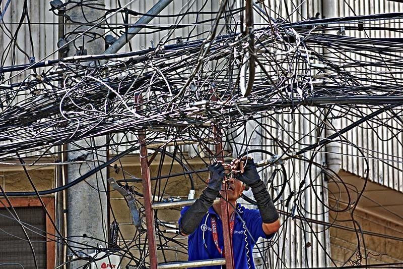 Cebu City Hall on renewed effort to remove spaghetti wires