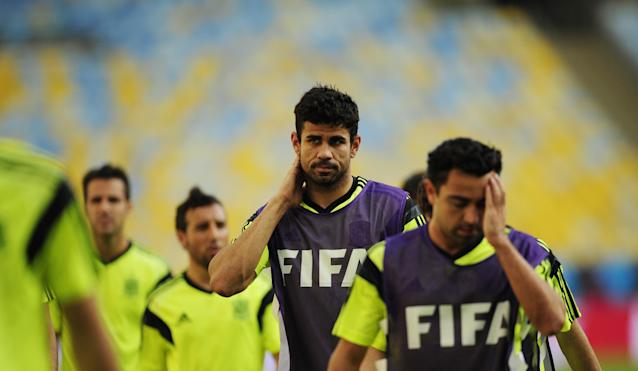 Spain's Diego Costa, second right, and Xavi Hernandez, right, gesture during an official training session the day before the group B World Cup soccer match between Spain and Chile at the Maracana stadium in Rio de Janeiro, Brazil, Tuesday, June 17, 2014. (AP Photo/Manu Fernandez)