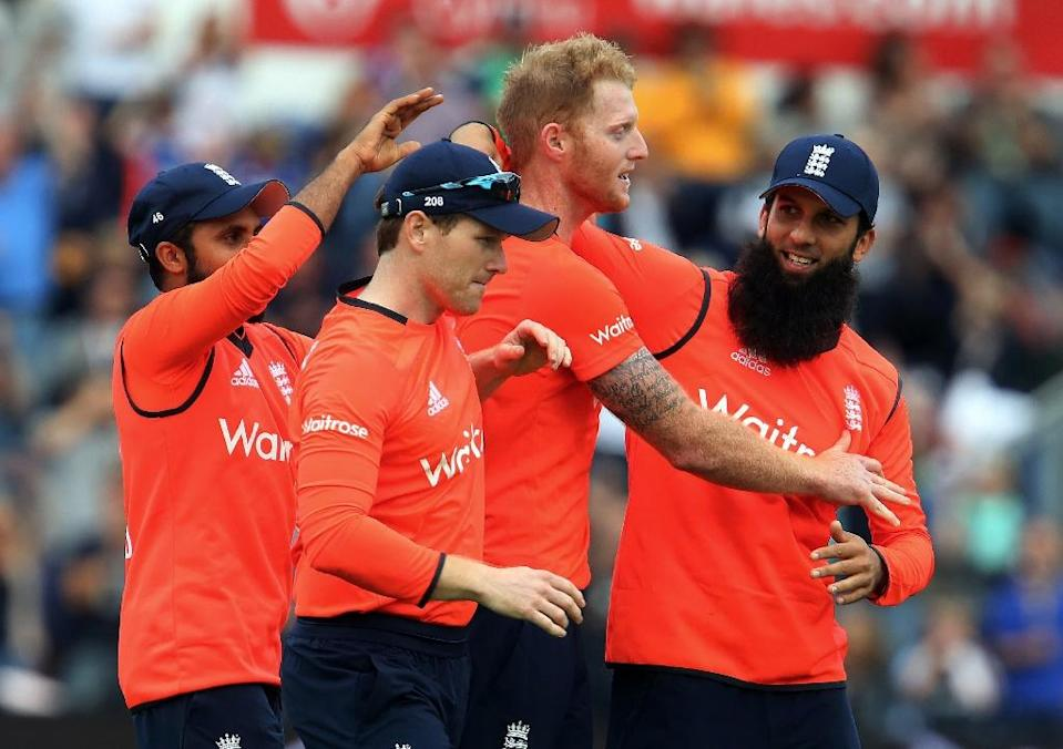 England's Adil Rashid (L), Eoin Morgan (2nd L) and Moeen Ali (R) congratulate Ben Stokes (2nd R) during his three-wicket, last over during the T20 International match against Australia in Cardiff on August 31, 2015 (AFP Photo/Geoff Caddick)