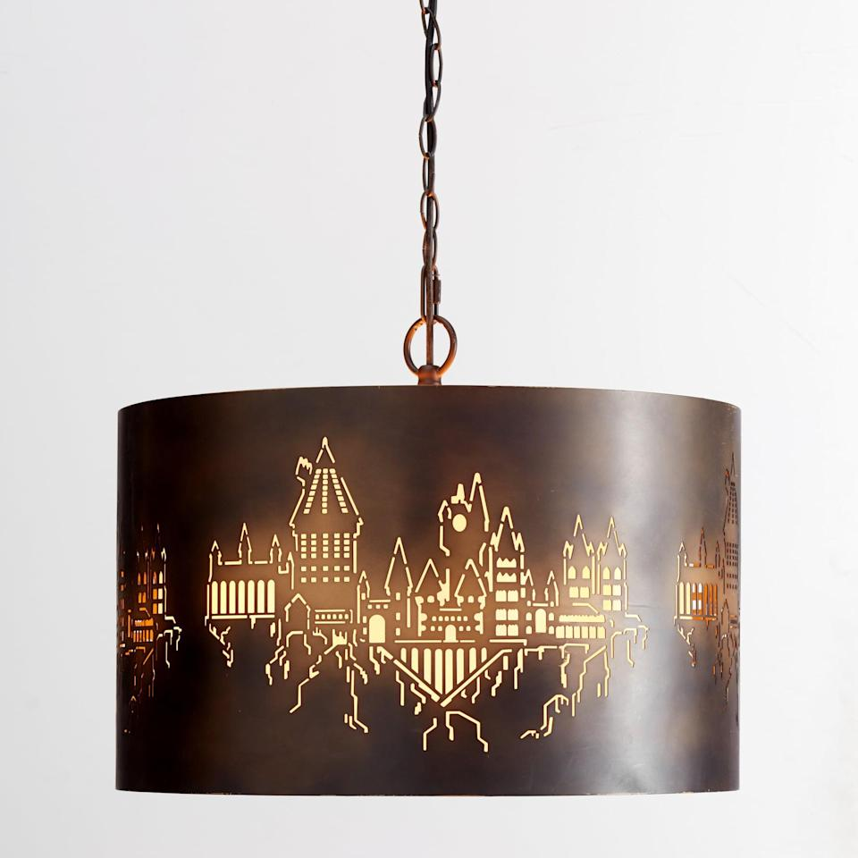 <p>Cast a Hogwarts spell on any room with this amazing pendant light. </p>