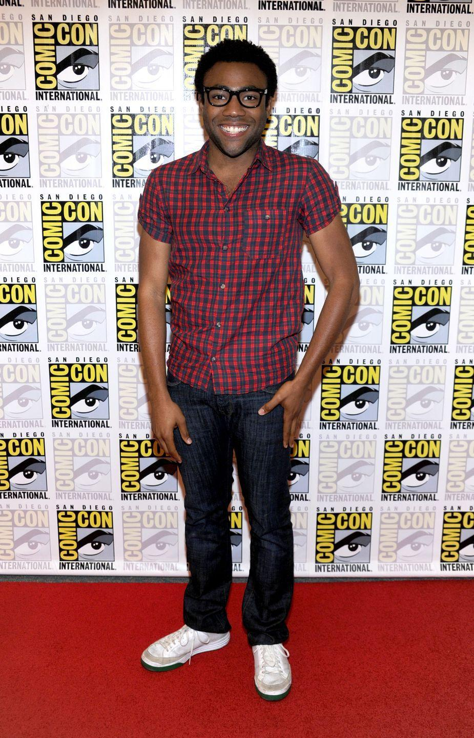 <p>Sans mustache, Glover appears to have stepped back into his days working on <em>Community</em>. </p>