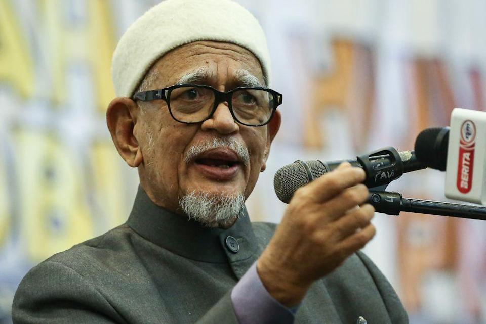 PAS president Datuk Seri Abdul Hadi Awang criticised politicians whom he viewed as being responsible to the current political instability, highlighting moves such as the dissolution of the Sabah state assembly, Datuk Seri Anwar Ibrahim's claim of commanding a majority in Dewan Rakyat, and no-confidence motions against Tan Sri Muhyiddin Yassin. ― Picture by Yusof Mat Isa
