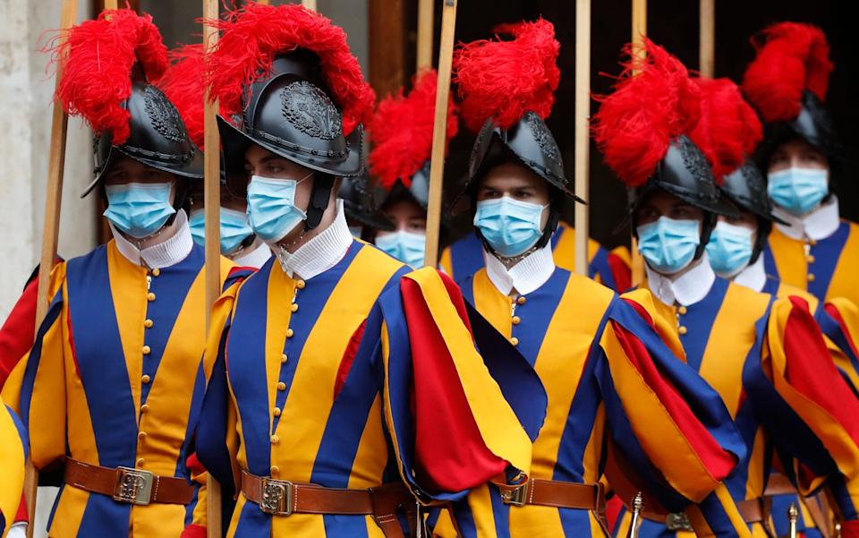 Swiss Guards leave the St Damaso courtyard after Spain's Prime Minister Pedro Sanchez met with Pope Francis at the Vatican - Alessandra Tarantino/AP