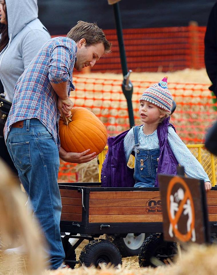 """""""Clueless"""" dad Breckin Meyer held up his pumpkin for inspection by adorable daughter Caitlin Willow, 6, who caught a lift in a wagon. <a href=""""http://www.splashnewsonline.com"""" target=""""new"""">Splash News</a> - October 17, 2010"""