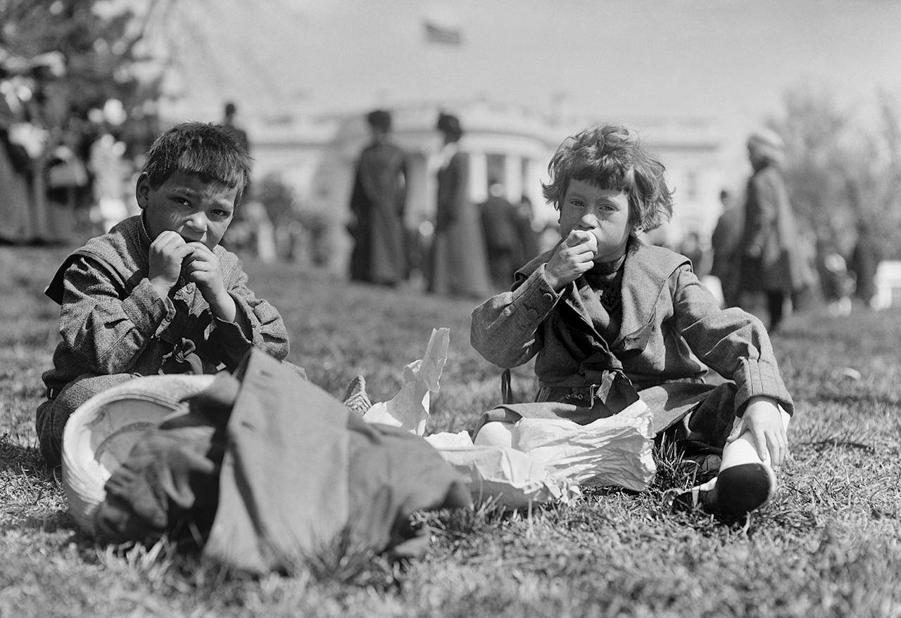 <p>Boys sit in front of the White House during the annual Easter Egg Roll in Washington in 1911. (Photo: Library of Congress) </p>