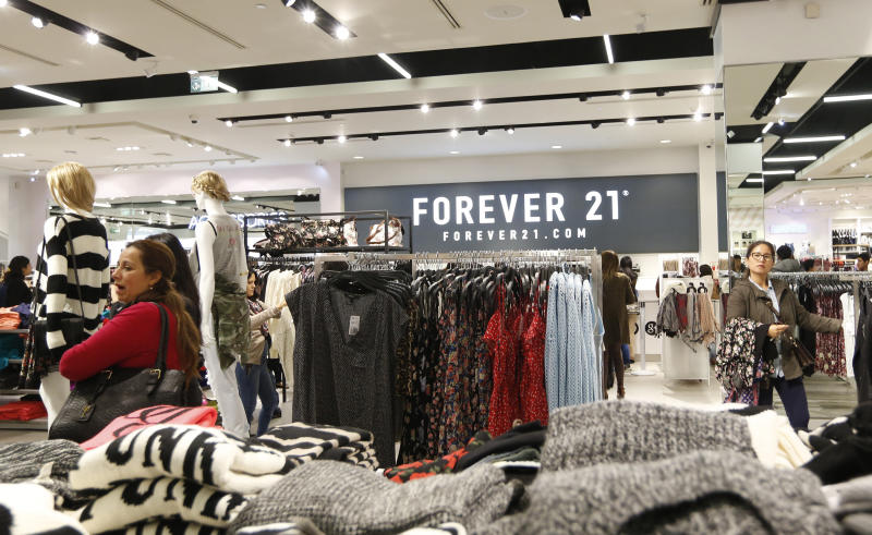 Customers browse through clothes at the first Forever 21 retail store in Lima, at Real Plaza Salaverry shopping mall October 1, 2014. Forever 21 opened its first store in Lima on September 27. REUTERS/Mariana Bazo (PERU - Tags: FASHION BUSINESS)