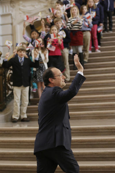 French president Francois Hollande waves as he arrives at city hall on Wednesday, Feb. 12, 2014, in San Francisco. The French president visited San Francisco to meet politicians, lunch with Silicon Valley tech executives and inaugurate a new U.S.-French Tech Hub. (AP Photo/Marcio Jose Sanchez)