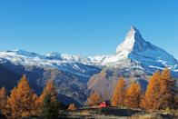 """<p>Behind this peaceful fall scene, the snow atop the <a href=""""https://fave.co/2R24zJN"""" rel=""""nofollow noopener"""" target=""""_blank"""" data-ylk=""""slk:Swiss Alps"""" class=""""link rapid-noclick-resp"""">Swiss Alps</a> provides a little hint of winter.</p>"""