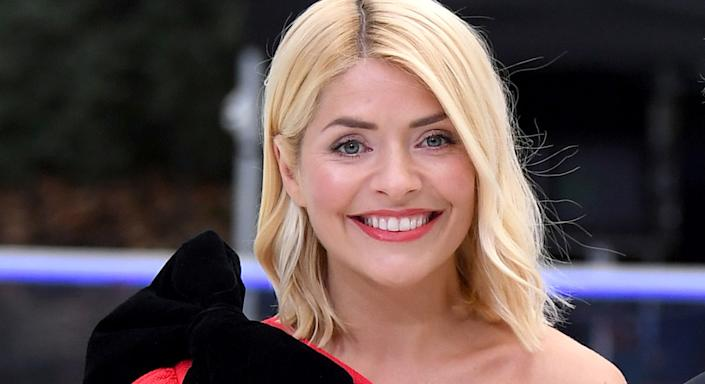 Holly Willoughby wears new and number one anti-ageing moisturiser by Kate Somerville to host Dancing On Ice. (Getty Images)