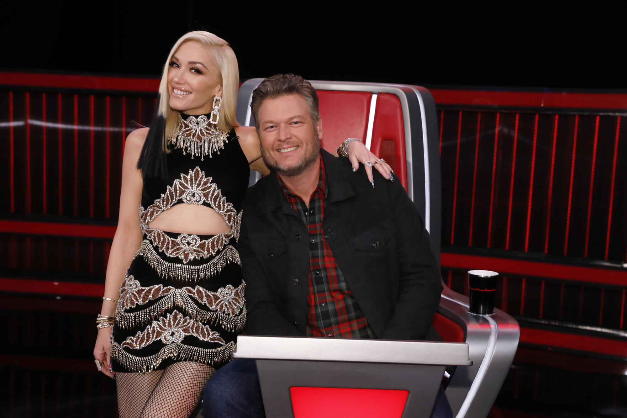 Blake Shelton tries to win over 'Voice' contestant with Gwen Stefani wedding and pregnancy jokes: 'She's delivering twins right now!'