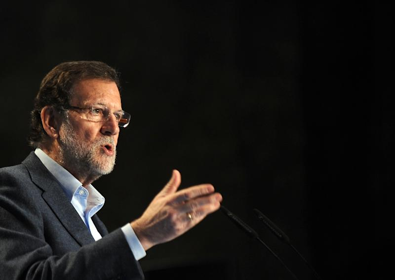 Spanish Prime Minister and leader of ruling Popular Party Mariano Rajoy speaks during a political meeting on March 1, 2015 (AFP Photo/Cristina Quicler)