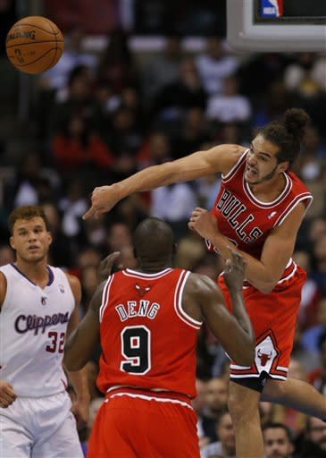 Chicago Bulls' Joakim Noah, right, passes the ball as teammate Luol Deng (9) looks on in the first half of an NBA basketball game against the Los Angeles Clippers in Los Angeles, Saturday, Nov. 17, 2012. (AP Photo/Jae C. Hong)