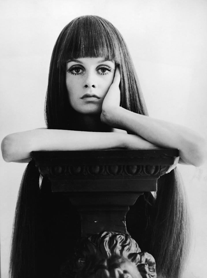 Twiggy's rocks serious bangs in 1966.