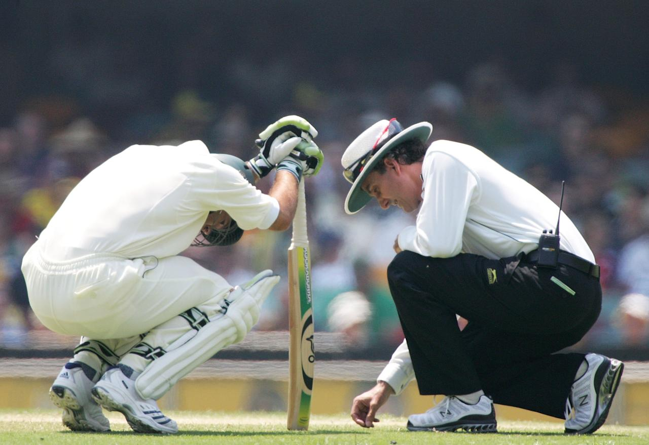 BRISBANE, AUSTRALIA - NOVEMBER 26:  (L-R) Ricky Ponting of Australia is talked to by umpire Billy Bowden during day four of the first Ashes Test Match between Australia and England at The Gabba on November 26, 2006 in Brisbane, Australia.  (Photo by Jonathan Wood/Getty Images)