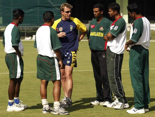 CAIRNS, AUSTRALIA - AUGUST 1:  Brett Lee of Australia speaks to the Bangladesh fast bowlers during training at Bundaberg Rum Stadium on August 1, 2003 in Cairns, Australia.  (Photo by Hamish Blair/Getty Images)