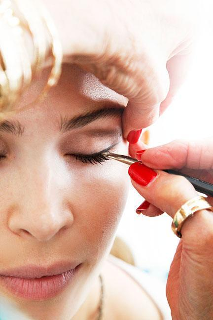 """<div class=""""caption-credit""""> Photo by: Photo: Kelly Stuart</div><div class=""""caption-title"""">Mind the (Eyeliner) Gap</div>When faking a thicker lash line, don't dispel the illusion. """"I can't stand seeing a space of skin separating the eyeliner from the eyelash,"""" says Linter. To fill in gaps, she used a small, stiff brush to apply gel eyeliner in hard-to-reach places."""