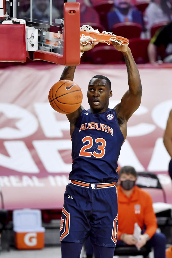 Auburn forward Jaylin Williams dunks against Arkansas during the second half of an NCAA college basketball game Wednesday, Jan. 20, 2021, in Fayetteville, Ark. (AP Photo/Michael Woods)
