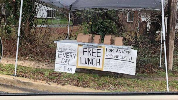 PHOTO: In Severna Park, Maryland, a mystery resident has been leaving bagged lunches outside a busy roundabout for 'anyone who needs it' every day at 11 a.m. (Nic Kipke)