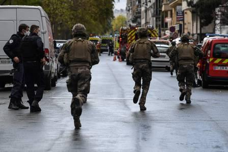 89757181_TOPSHOT - French soliders rush to the scene after several people were injured near the.jpg