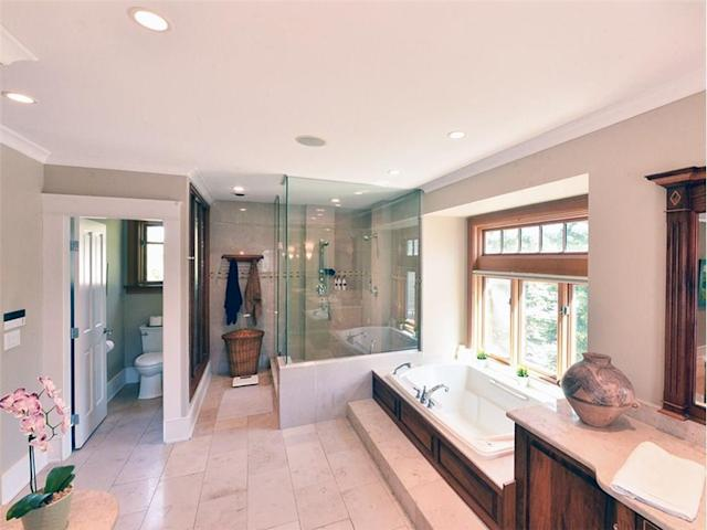 <p><span>31 River Drive South, Bragg Creek, Alta.</span><br> Here's the master ensuite, with jetted soaker tub and a double-sized shower.<br> (Photo: Zoocasa) </p>