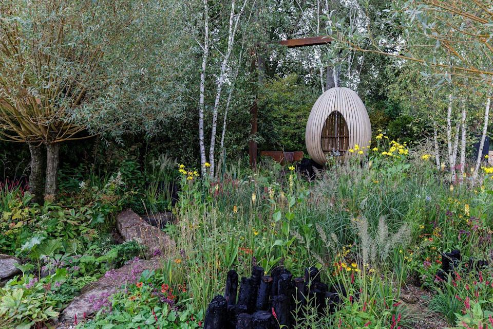 <p><strong>SHOW GARDEN | Award: GOLD</strong></p><p>Designed by Tom Massey and supported by Sarah Mead, Creative Director at Yeo Valley Organic, this garden has been designed to nurture soil biodiversity and support pollinators, demonstrating how we can work with nature to benefit us all.</p>