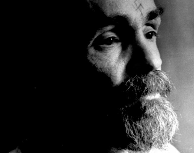 <p>Charles Manson talks during an interview on Aug. 25, 1989. (Photo: Stinger/Reuters) </p>