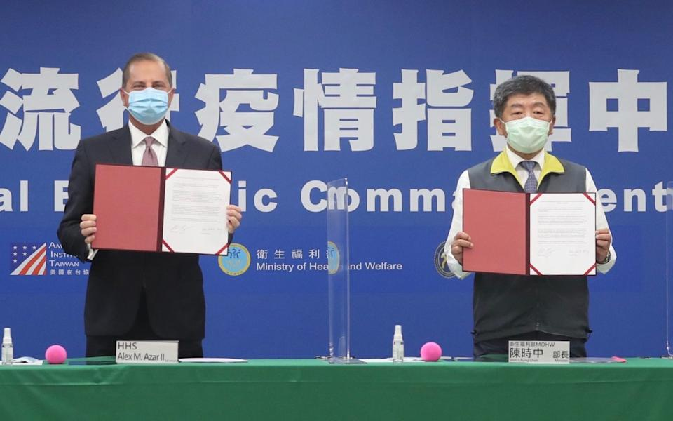Alex Azar, the US health secretary and Chen Shih-chung, the Taiwanese health minister, present an MOU on global health security - Pei Chen/AFP