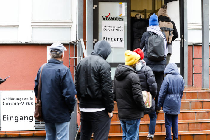 People line up in front of a new set up test and information centre for the new coronavirus at the district Prenzlauer Berg in Berlin, Germany, Monday, March 9, 2020 (AP Photo/Markus Schreiber)